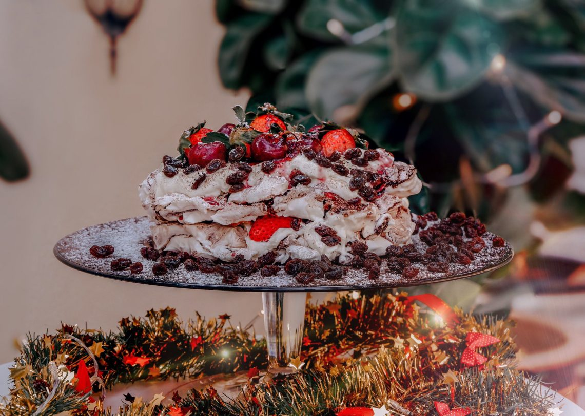 (Cover)Swirled Choco Berry Pavlova with California Raisins By Bowie Cheong
